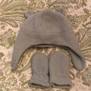 Fleece bear hat and mitten set